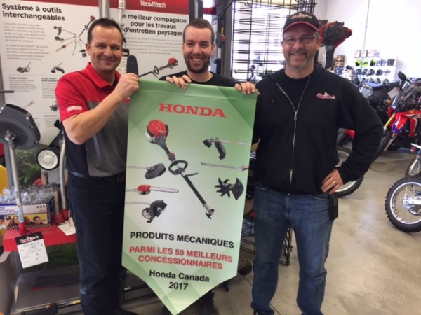 L'Ami Denis receives an award from Honda Canada